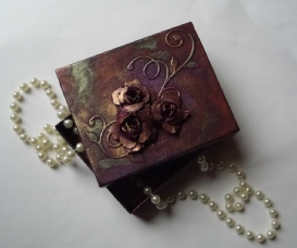 Small Floral Trinket Box, Mixed-media, Box Size 12 x 10 x 2.8cm